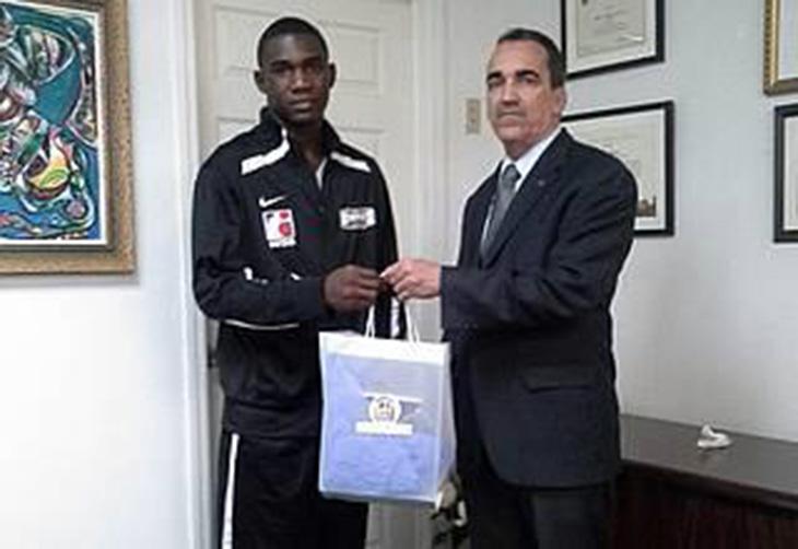 Boxeador Dominicano Enfrentará a Medallista Cubano