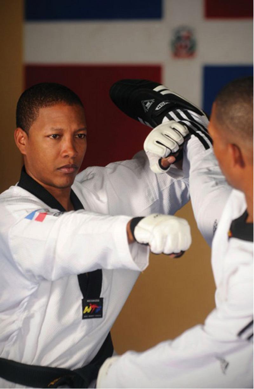 Gabriel Mercedes , Medallista de TKD Imparte Campamento
