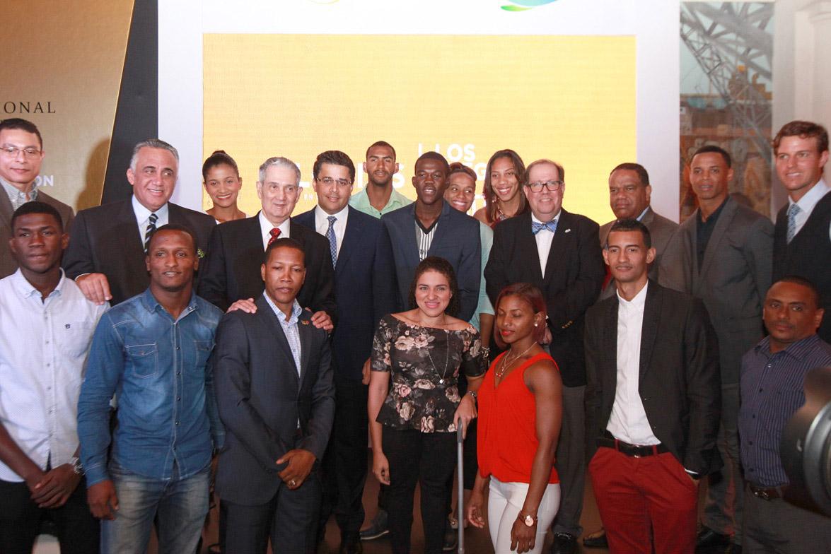 Abre exposición fotográfica en homenaje a atletas olímpicos de RD