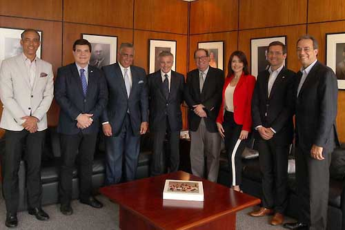 Vicepresidente del Comité Olímpico Internacional se reúne con